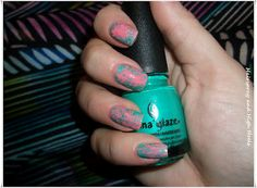 I'm going to try this more than once in my life. It's nail art using saran wrap. Super easy!