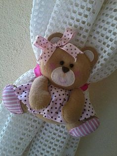Prendedor de Cortina❤❤❤ Baby Crafts, Felt Crafts, Fabric Crafts, Diy And Crafts, Sewing Projects, Projects To Try, Present Gift, Felt Toys, Stuffed Animal Patterns