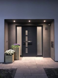 The BLOCK flower pots from VIVANNO on the doorstep are real eye-catchers. With a beautiful planting, the tubs are real highlights. Planters in the illuminated entrance area VIVANNO vivanno Pflanzkübel für Hauseingang & Auffahrt The BLOCK flower po Modern Entrance Door, Home Entrance Decor, House Entrance, Entry Doors, Home Decor, Dream Home Design, Modern House Design, Home Interior Design, Interior Colors