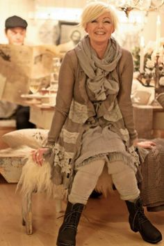 Elegant Winter Outfits Ideas For Women Age 50 04
