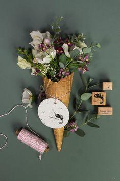 Karten Diy, Planter Pots, Christmas Ornaments, Holiday Decor, Card Ideas, Gift Ideas, Cards, Gifts, Home Decor