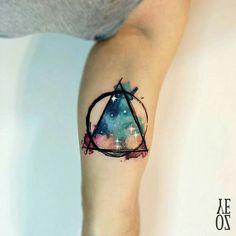 """""""Lindas cores!  O que vocês acham dessa tattoo feita por @yelizozcan_tattooart?  #aquarela #watercolor #cores #tattoo2me"""""""