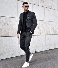 Outfit Hombre Casual, Black Outfit Men, Formal Men Outfit, All Black Suit Prom, Black Men In Suits, Prom Suits For Men, Black Outfits, All Black Mens Fashion, Mens Fashion Suits