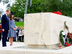 The Royals Say Goodbye to Australia   MEMORIAL MOMENT   Prince William and Kate take a moment of silence at the ANZAC Day Remembrance Service honoring members of the Army Corps who fought at Gallipoli.
