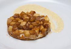 Taartje van bladerdeeg en appelcompote met een vanillecrème anglaise