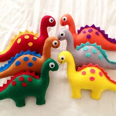 New Ideas For Toys Homemade Christmas Ornament Felt Diy, Felt Crafts, Fabric Crafts, Sewing Stuffed Animals, Stuffed Toys Patterns, Dinosaur Stuffed Animal, Dinosaur Party, Dinosaur Birthday, Montessori Baby Toys