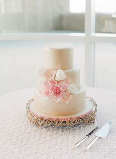 Sugar Flower Wedding Cakes -  Statement Flower Cluster Without a Topper
