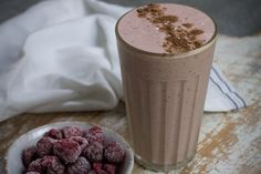 Bet you'd never guess this dessert-style smoothie is good for your gut? With banana, raspberry, oats and yoghurt, it's delicious, too. Greek Yogurt Oatmeal, Greek Yoghurt, Home Recipes, New Recipes, Total Wellbeing Diet, Healthy Breakfast Recipes, Breakfast Ideas, Smoothie Recipes, Smoothies