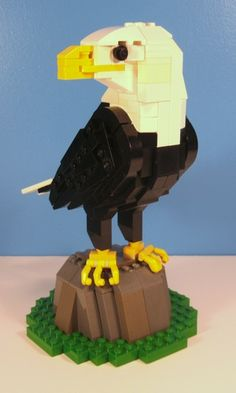 Bald Eagle :: Sculptures, Vigs, and Figures. I managed to get back into my Lego collection over the Christmas break and this is what came of it. Lego Technic, Lego Duplo, Lego Zoo, Oil Based Sharpie, Lego Head, Lego Sculptures, Lego Animals, Lego Pictures, Lego Craft
