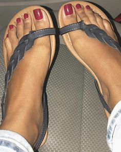 Some of you all have been asking for dark colors and it's fall so here's some leafy vibes. Cute Toes, Pretty Toes, Feet Soles, Women's Feet, Gorgeous Feet, Beautiful Shoes, Sexy Zehen, Sexy High Heels, Cute Sandals