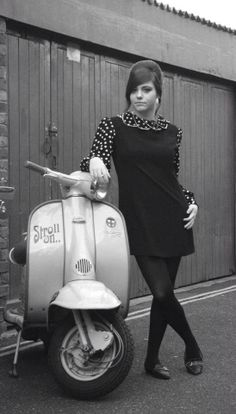 vintage everyday: 27 Lovely Vintage Photos of Fashionable Women on Their Scooters Scooter Girl, Retro Scooter, Vespa Girl, Lambretta Scooter, Vespa Scooters, Retro Roller, Motos Vespa, Mod Girl, Motor Scooters