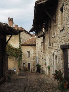 The medieval town of Pérouges, street scene 1 Fantasy Town, Medieval Fantasy, Medieval World, Medieval Town, Visit France, Rhone, France Travel, Travel Inspiration, Steampunk