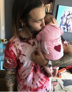 Pete and his New baby Marvel 💜💜 she's so cute Peter Wentz, Save Rock And Roll, Emo Love, Soul Punk, I Fall Apart, Patrick Stump, Band Memes, Emo Bands, Paramore
