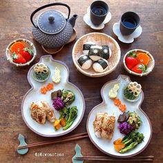 2日前の娘と私のお昼ごはん。笑 ・ 相変わらずのズレズレ投稿で こんばんは😅 ・ 1.豚肉のみょうが巻き(ごまだれ和え) 2.ゴーヤとツナの麺つゆ生姜和え…」 Meat Rolls, Pork Meat, Just Eat It, Happy Foods, Food Presentation, Serving Dishes, Food Design, Japanese Food, Cooking Time