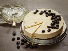 Helppo mokkajäädyke Irish Cream, Tiramisu, Camembert Cheese, Latte, Birthday Cake, Ice Cream, Ethnic Recipes, Desserts, Christmas