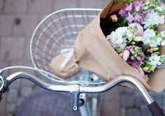 Ideas flowers summer photography bike rides for 2019 My Flower, Beautiful Flowers, Fresh Flowers, Beautiful Things, City Flowers, Beautiful Scenery, Beautiful Life, Plants Are Friends, Flower Market