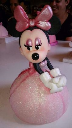 Mimi Mickey And Minnie Cake, Mickey Cakes, Mickey Mouse, Polymer Project, Polymer Clay Projects, Disney Cake Toppers, Disney Figurines, Mini Mouse, Fondant Figures