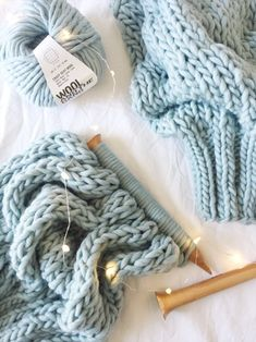 Sweater Knitting Patterns, Knitting Designs, Knit Patterns, Simple Knitting Patterns, Simple Knitting Projects, Crochet Patterns For Beginners, Knitting For Beginners, Blue Wool, Craft Stick Crafts