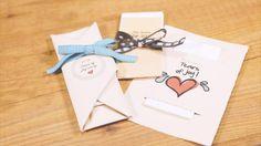 """Sono i dettagli a fare la differenza. Per questo, i fazzoletti """"asciuga lacrime di felicità"""" saranno il must delle vostre emozionanti nozze. Prendete nota di come creare dei fantastici kit per i vostri invitati!"""