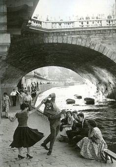 Rock and Roll sur les Quais, Paris, ca. 1952 (by Paul Almasy)