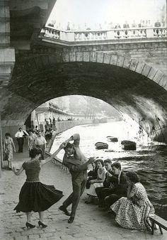 Rock and Roll sur les Quais, Paris, ca. 1952 (by Paul Almasy)