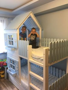 A cottage-style bed in the sea- Ein Cottage-Bett im Seestil A seaside cottage bed – - Girl Room, Girls Bedroom, Bedroom Decor, Best Bed Designs, Ikea Kura Bed, Kids Bedroom Designs, Kids Bunk Beds, Toddler Rooms, Bed Styling