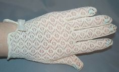 1960s Ivory Stretch Lace Gloves