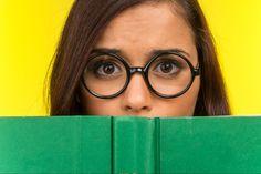 Last van een trillend ooglid? Stress kan de boosdoener zijn. Wat zijn nog meer oorzaken van een trillend ooglid? En hoe los je trillende oogleden op?