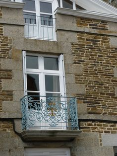 Pretty Balcony.  Colour similar to Provence (Annie Sloan Chalk Paint) and Gold. Fougerolles Du Plessis.