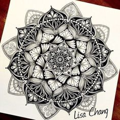 40 Beautiful Mandala Drawing Ideas & Inspiration · Brighter Craft 40 illustrated mandala drawing ideas and inspiration. Learn how you can draw mandalas step by step. This tutorial is perfect for all art enthusiasts. Mandala Design, Mandala Art, Mandala Nature, Image Mandala, Mandalas Painting, Mandalas Drawing, Mandala Feather, Kunst Tattoos, Neue Tattoos