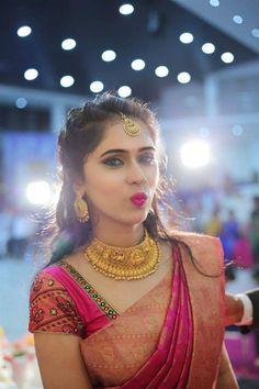 Traditional yet Trendy Wedding Jewelry wedding saree Traditional yet Trendy Wedding Jewelry Bridal Hairstyle Indian Wedding, Indian Bridal Sarees, Bridal Silk Saree, Indian Bridal Hairstyles, Indian Bridal Fashion, Saree Wedding, Wedding Blouses, Indian Lengha, Designer Sarees Wedding