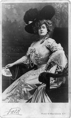 Lillian Russell in costume as the title role in 'Lady Teazle', 1904.