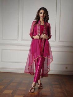 Pakistani fashion is everything. Pakistani Party Wear Dresses, Pakistani Dress Design, Pakistani Outfits, Indian Outfits, Bridal Dresses, Indian Fashion Dresses, India Fashion, Pakistan Fashion, Ethnic Fashion
