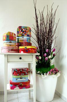 #Kazeto spring #suitcases Suitcases, Planter Pots, Vase, Box, Spring, Home Decor, Homemade Home Decor, Suitcase, Flower Vases