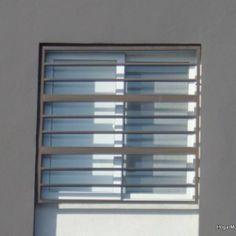 Fotografía de protectores en ventanas de herrería cob barrotes horizontales redondos y rectangulares