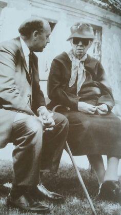 Helga Ancher i samtale med Svend Pedersen fra Danmarks Radio i Skagen 1963. Hendes forældre; Michael og Anna Ancher