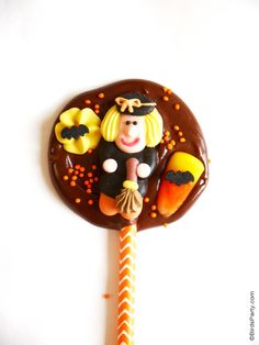2 Ingredient DIY Halloween Chocolate Bark Lollipops - Perfect recipe for kids to make for teachers, neighbors and friends on Trick or Treat!