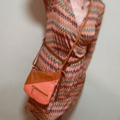 Cross body leather bag Salmon Pink Color, Spring Colors, My Bags, Handbag Accessories, Cross Body, Straw Bag, Leather Bag, Wallet, Instagram