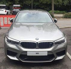 Новый F90 BMW M5 будет доступен весной 2018 года, и помимо ряда технических изменений он также получит широкий спектр цветов. #BMW #M5 #F90