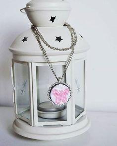 Collar #abdcollection  Colección ZOO  #mariposa #rosa #bordado #puntocruz…