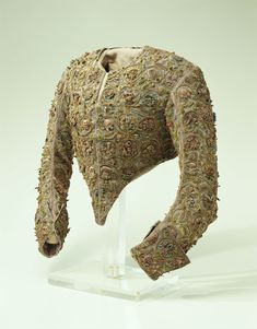 http://www.kci.or.jp/en/archives/digital_archives/1700s/KCI_296  Called the Devereux Bodice, it is directly associated with the queen. It is reputed to have been given to her as a gift as part of a plea for clemency by the mother of Robert Devereux, 2nd Earl of Essex (1566-1601), who had been the queen's favorite in her later years, and who was executed for treason.The gift apparently also included a skirt, but only the bodice remains today.