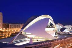 Valencia Premium cuenta también con experiencias únicas ofrecidas para que pueda vivir de una manera exclusiva lo mejor de Valencia. Además, reúne la oferta turística más exclusiva y singular del destino, empresas de transporte, comercios y experiencias del destino Valencia.