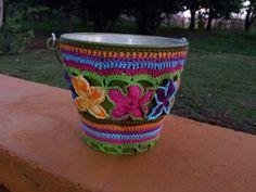 Baldinho com Cachepô em Flores de    Crochet