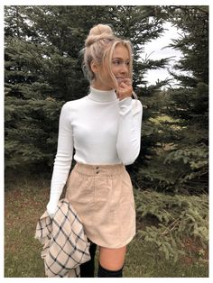 Beige Skirt Outfit, Cute Skirt Outfits, Cute Skirts, Autumn Skirt Outfit, Summer Skirt Outfits, Sweater Skirt Outfit, Mode Outfits, Fall Outfits, Casual Outfits