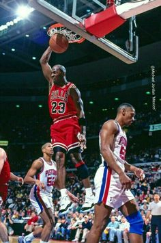The Pistons' Otis Thorpe declines participation in the GOAT's poster during a game in Detroit. Michael Jordan Gif, Mike Jordan, Michael Jordan Pictures, Jordan Bulls, Michael Jordan Basketball, Slam Dunk, Nba Players, Basketball Players, College Basketball