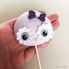 Little owl Owl Cake Toppers, Fondant Toppers, Ladybug Cakes, Owl Cupcakes, Cake Topper Tutorial, Icing Tips, Cake Decorating Videos, Little Owl, Edible Arrangements
