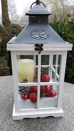 Cheap and Easy DIY Outdoor Christmas Decorations Ideas - Lanterns - Christmas - christmas lanterns Christmas Garden, Christmas Porch, Outdoor Christmas Decorations, Christmas Centerpieces, Rustic Christmas, Christmas Projects, Christmas Holidays, Christmas Wreaths, Cheap Christmas