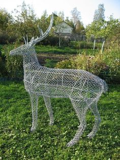 Chicken Wire Art, Chicken Wire Sculpture, Chicken Wire Crafts, Topiary Plants, Topiary Garden, Metal Garden Art, Metal Art, Animal Garden Ornaments, Sculptures Sur Fil