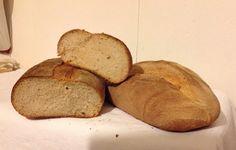 Pane con farina di farro integrale e lievito di birra.