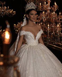 "5,700 Beğenme, 32 Yorum - Instagram'da Frida Xhoi&Xhei (@frida_xhoi_xhei): ""Frida Xhoi&Xhei! Prova e vertete qe nje fustan i bardhe mund t'ju ndryshoje jeten! #crown…"""